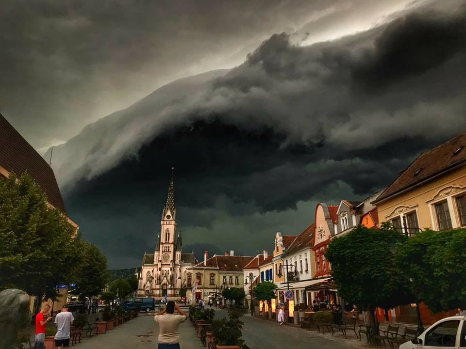 Riasztás!!! Szupercella érkezett az országba,hamarosan vihar és jégeső várható