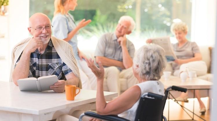 Miért érdemes idősek otthonába költözni?