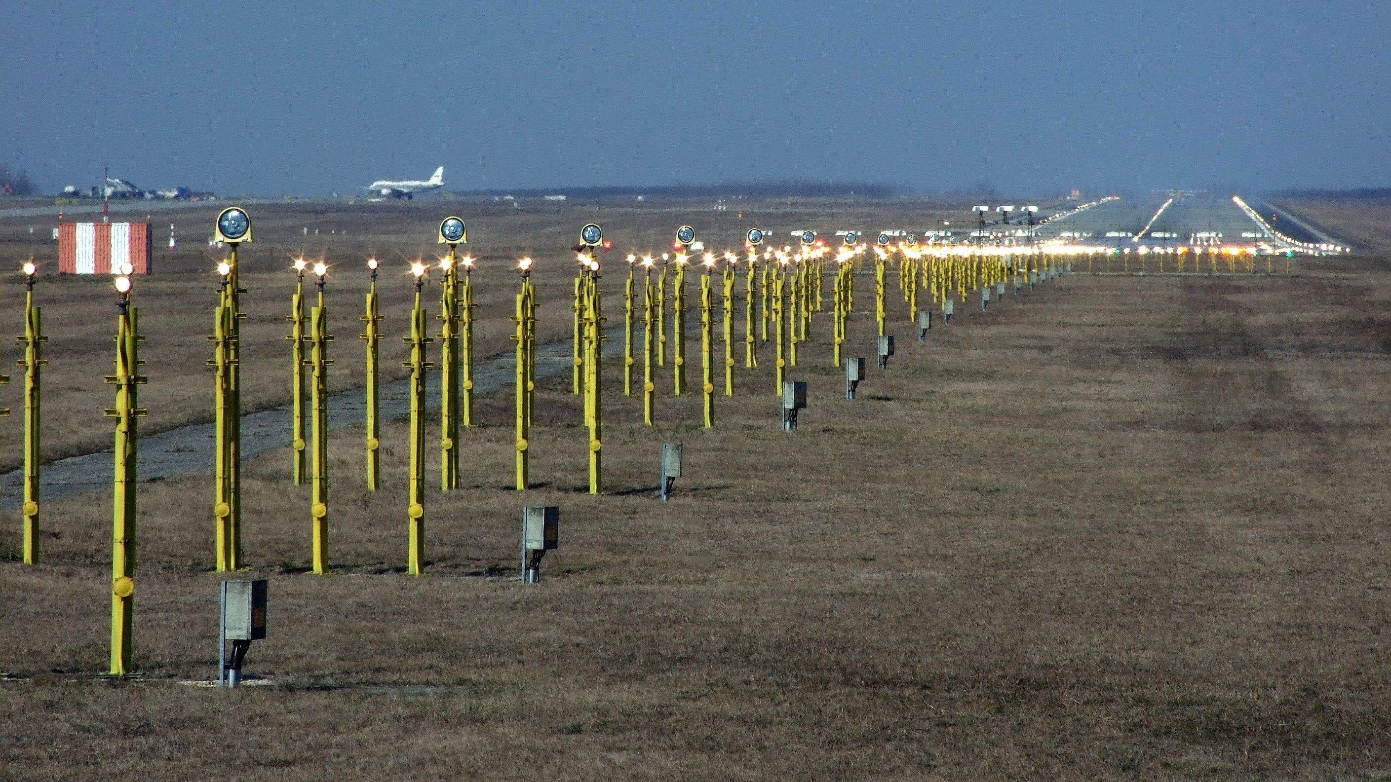 Drón miatt le kellett zárni a ferihegyi repteret