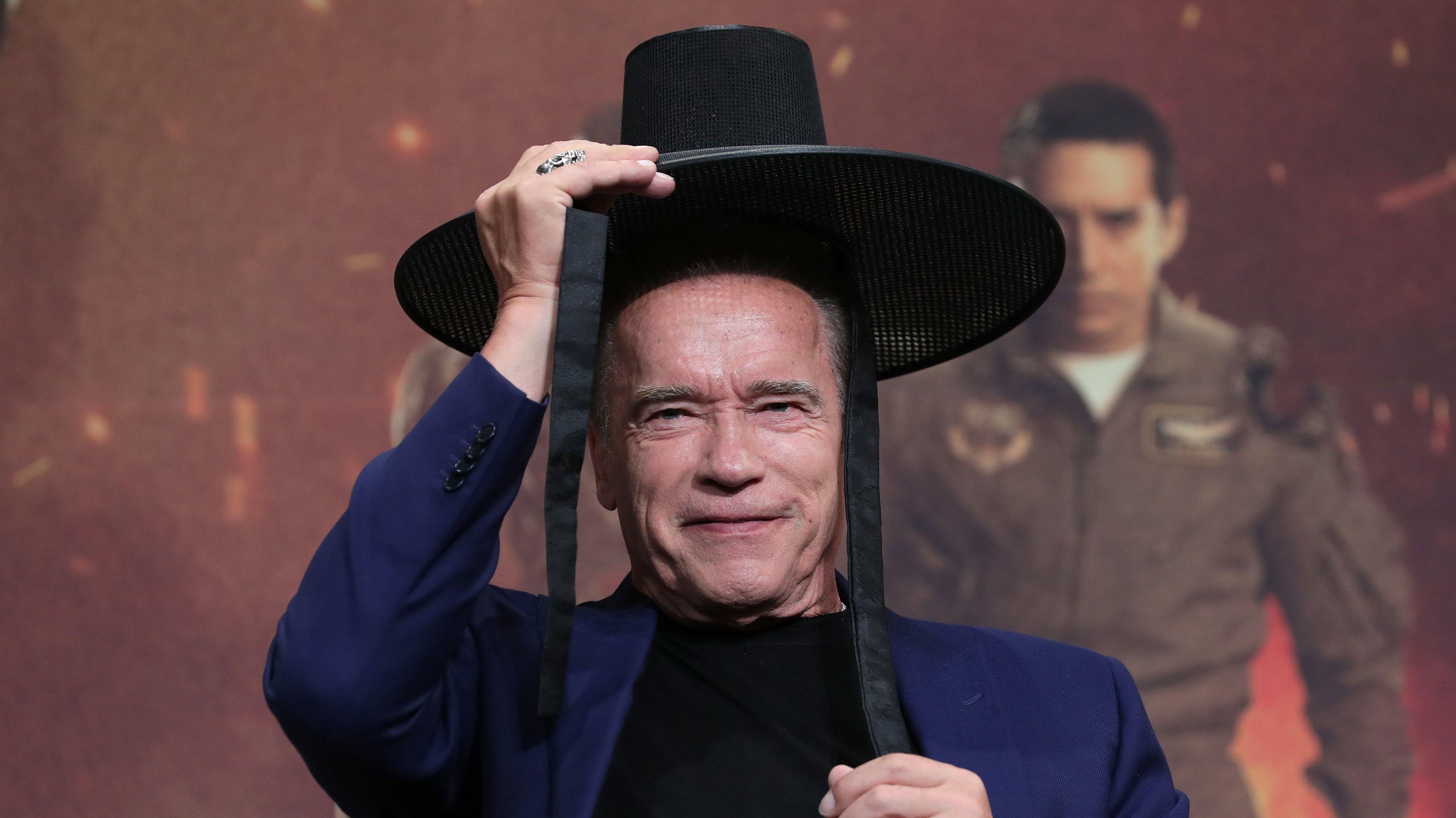 Schwarzenegger telefontokján természetesen Schwarzenegger van