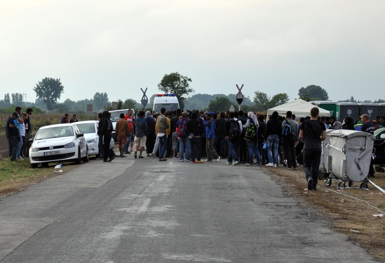 Nagyobb migránscsoport bejutását akadályozták meg a rendőrök