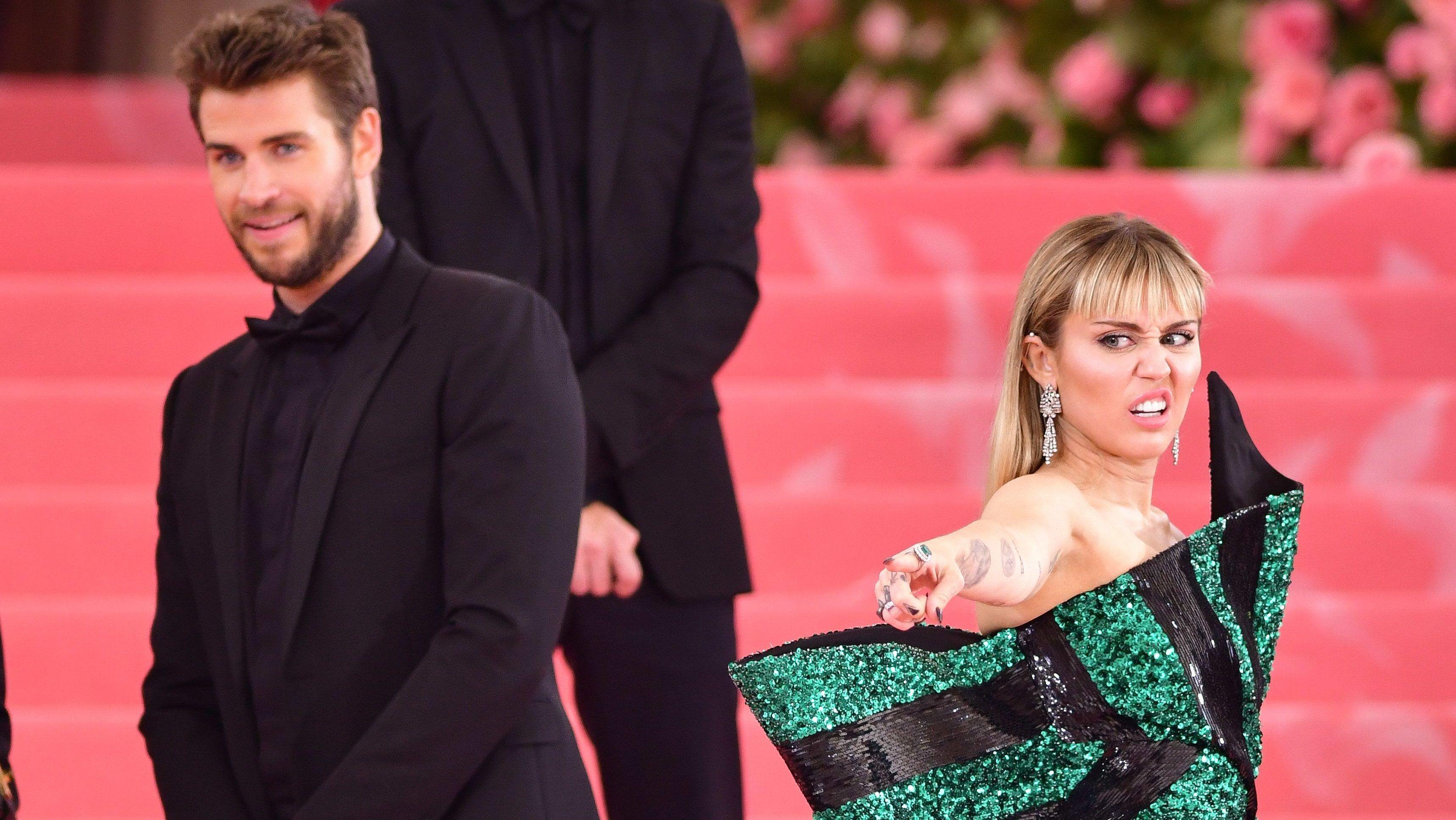 Egy hónapot még várjatok, ha házasságot ajánlanátok Miley Cyrusnak vagy Liam Hemsworthnek