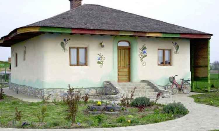 Egyszerű és gyönyörű: ez a vályogtéglából épült ház valóságos álomotthon