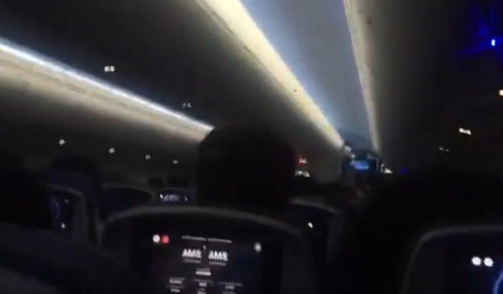 Sikítoztak és hánytak az utasok a repülőn, ami a Ciara viharciklon miatt képtelen volt leszállni