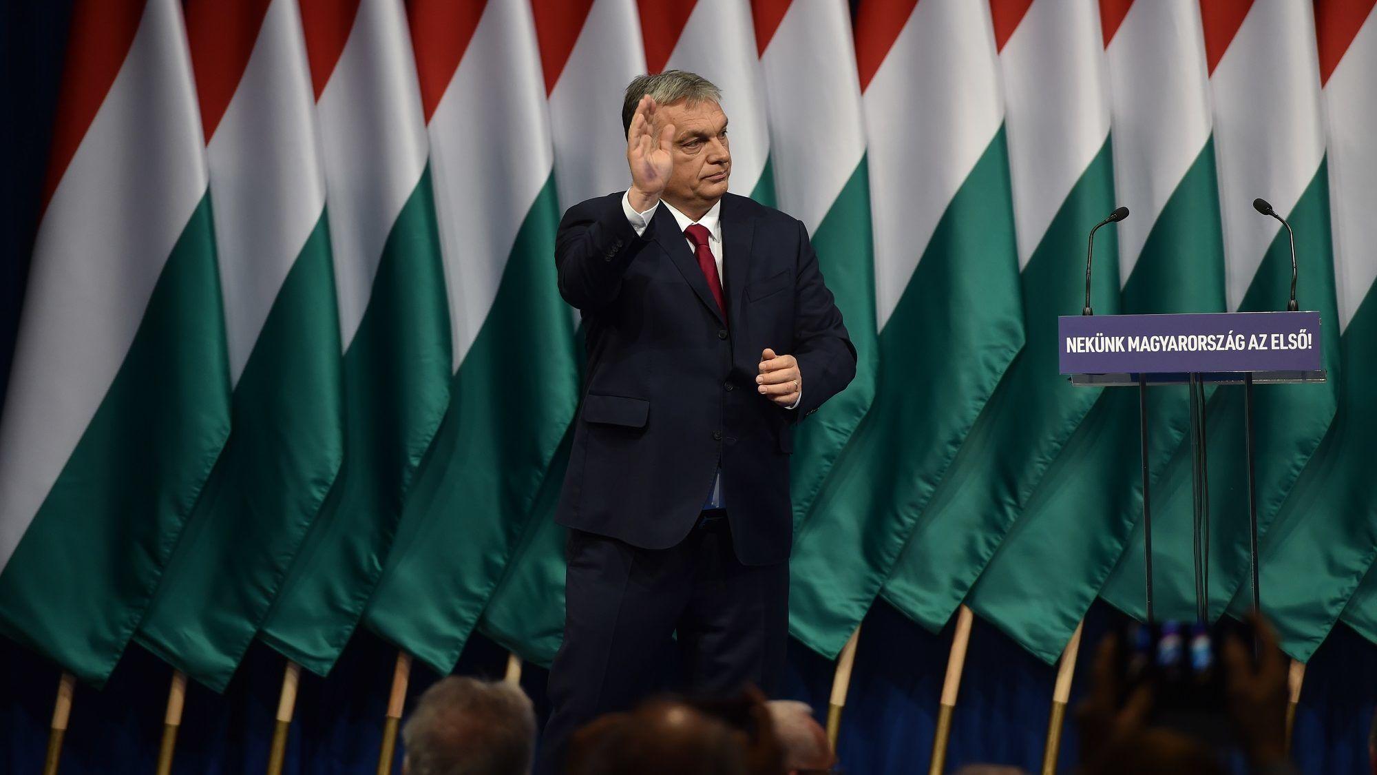 Kevesebb mint egy nap alatt négyszer ismételte az M1 Orbán évértékelőjét