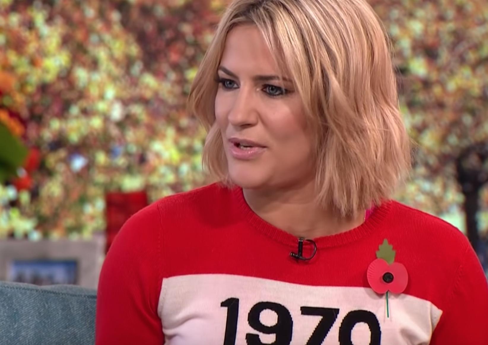 Caroline Flack halála után több mint egymillióan írták alá a celebek magánéletének törvényi védelmét sürgető brit petíciókat