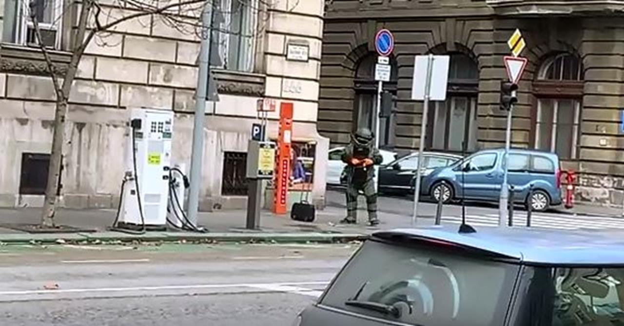 Bombagyanús tárgyat találtak Budapest belvárosában, tűzszerészek vizsgálják