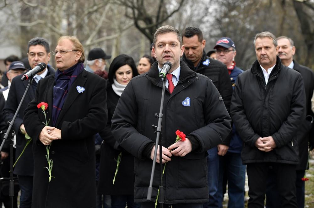 Tóth Bertalan örömlányoknak nevezte az MSZP-ből a DK-ba átlépő polgármestereket
